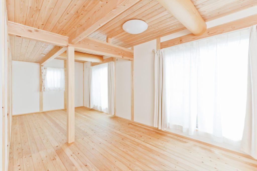 和風×ナチュラルな空間 畳リビング&縁側のある木の家