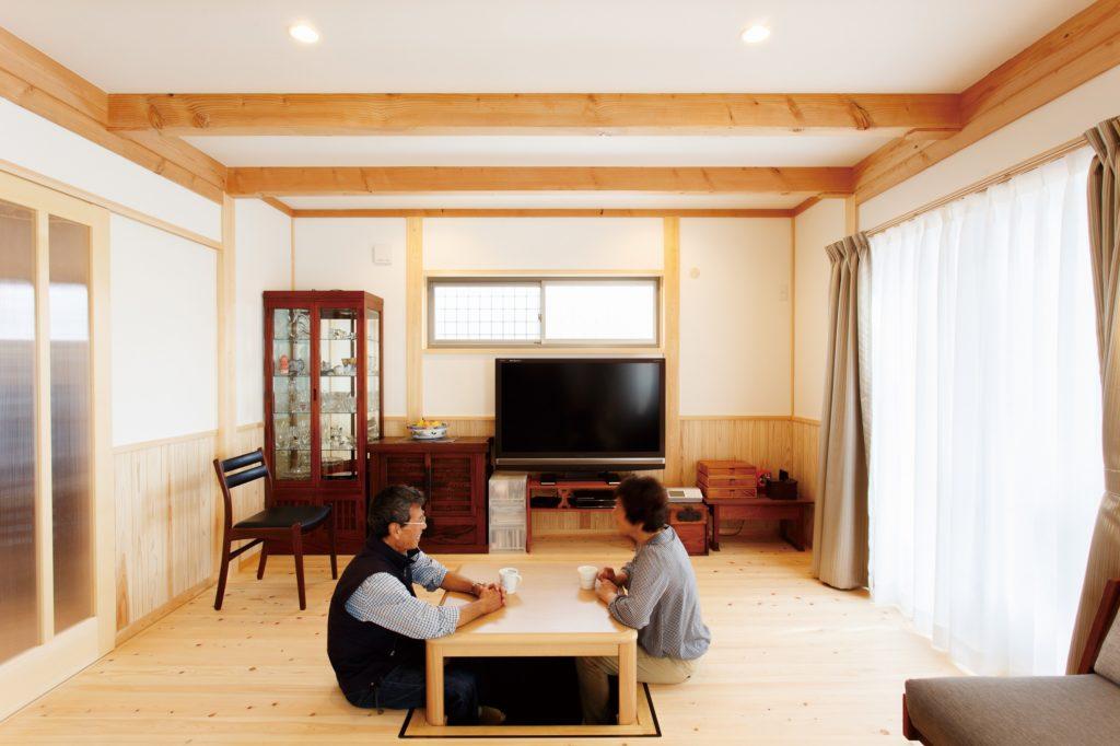 無垢×アンティーク家具が◎ 孫がいっぱい遊べる木の家