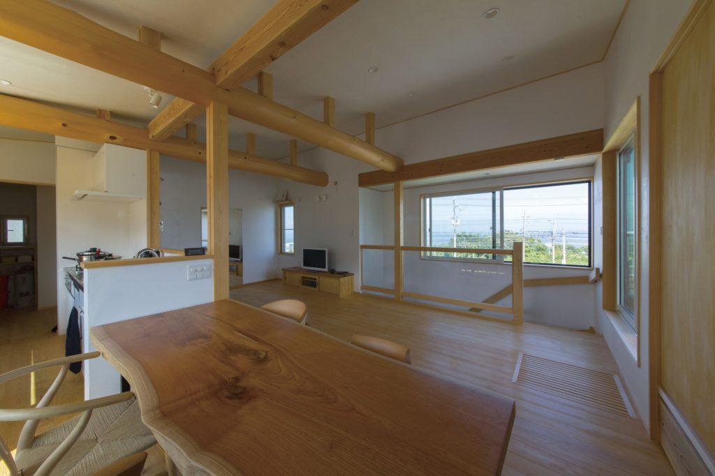 2階リビングからの眺望は抜群 海の見える木の家