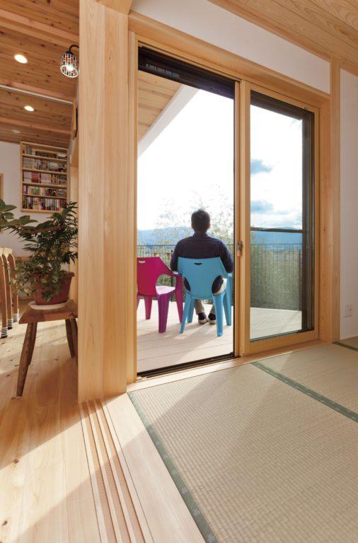 自然素材のあったか木の家 高台バルコニーの眺めが◎