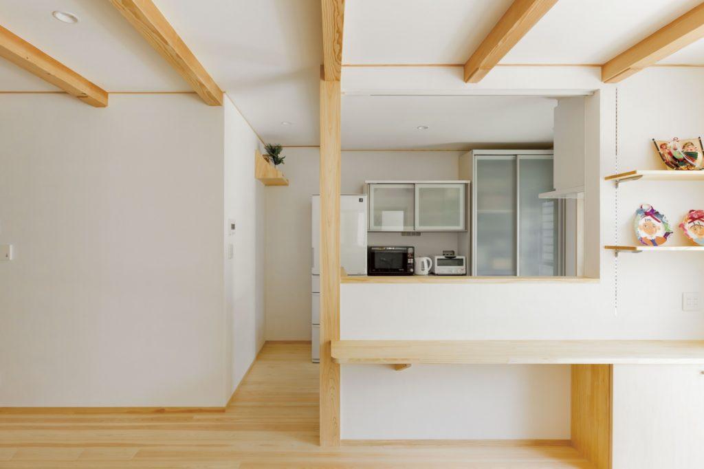 無垢×漆喰のシンプルスタイル オリジナル家具にこだわりあり