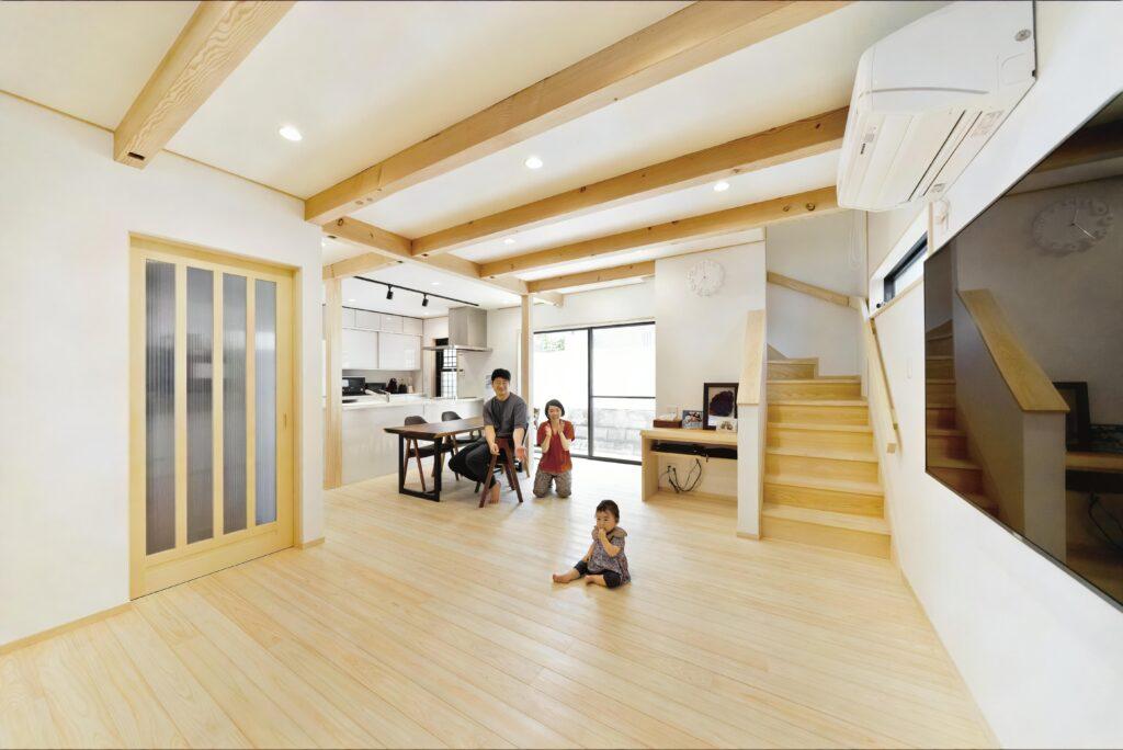 自然素材のやさしい家。洗面→ サンルームの家事ラク動線が◎
